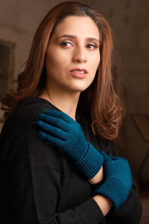 Women's Baby Alpaca Gloves is Turquois Sea Color